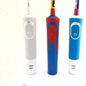 Oral B Mega Aile Paket 3 Adet Elektrikli Diş Fırçası Bir Adet Şarj Cihazı